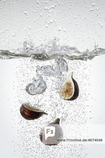 Feigen kochen im Wasser