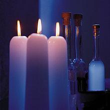 Flaschen und Kerzen