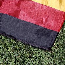 liegend,liegen,liegt,liegendes,liegender,liegende,daliegen,Close-up,Fahne,Gras,deutsch
