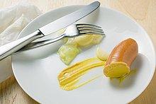 Wiener Würstchen mit Kartoffelsalat und Senf (Essensreste)