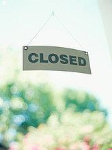 geschlossene Schild an der Tür eines Speichers