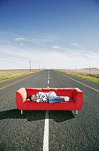 Mann,schlafen,Fernverkehrsstraße,Couch
