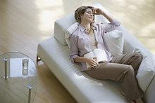 Frau,Couch,Buch,Zimmer,halten,schlafen,Taschenbuch,Wohnzimmer