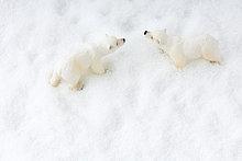 Toy Eisbären im Schnee, Draufsicht
