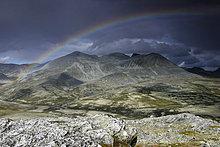 Regenbogen im Rondane Nationalpark, Norwegen, Skandinavien, Nordeuropa