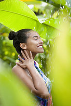 Teenagerin enjoying Regen