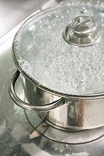 Wasser im Topf kochen