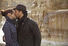 Paar küssen von Brunnen