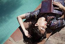 liegend,liegen,liegt,liegendes,liegender,liegende,daliegen,Frau,Buch,Taschenbuch
