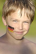 Junge mit deutschland tatoo