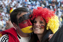 Deutsche Fußballanhänger im Stadion, Spiel Deutschland gegen Argentinien, WM 2010, Kapstadt, Südafrika, Afrika