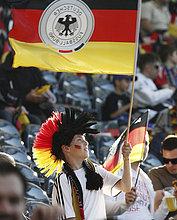 Deutschland-Fan mit Fahne