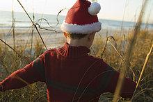 Außenaufnahme,Junge - Person,Forschung,Hut,Kleidung,freie Natur