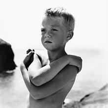 Boy am Strand