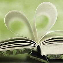 Seite, Seiten, Buchseite, Buchseiten ,hoch, oben ,nahe ,Buch ,Form, Formen ,herzförmig, Herz ,Taschenbuch