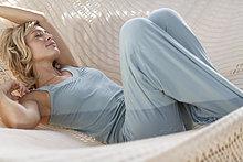 Entspannung in Hängematte blonde Mädchen