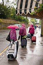 britisch ,Großbritannien ,Tourist ,Koffer ,Regen ,Vorbereitung ,England ,North Yorkshire