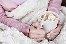 Frau,Tasse,Wärme,halten,Schokolade
