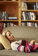 Frau ,Couch ,schlafen