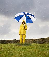 Frau ,Regenschirm, Schirm ,Hispanier ,unterhalb ,Regen