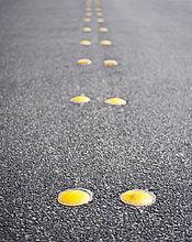 Straße ,Spiegelung ,Trennung