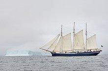 hoch, oben ,Eisberg ,Kleintransporter ,vorwärts ,Kreuzfahrtschiff ,50 ,Grönland ,Lieferwagen