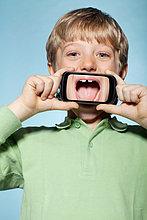 Junge - Person ,über ,halten ,Smartphone