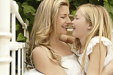 umarmen ,lächeln ,Tochter ,Mutter - Mensch
