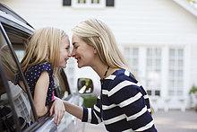 berühren ,Auto ,Tochter ,Mutter - Mensch