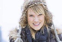 Portrait ,Frau ,lächeln ,Hut ,Kleidung ,stricken