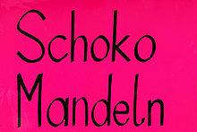 'Schild ''Schoko-Mandeln'', auf dem Oktoberfest, München, Oberbayern, Bayern, Deutschland, Europa'