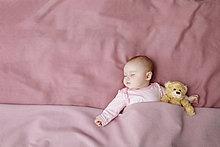 Bett ,schlafen ,Mädchen ,Baby