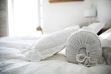 Schlafzimmer ,Bett ,Kissen