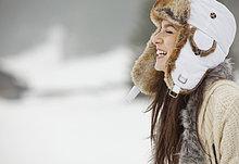Frau ,Fröhlichkeit ,Hut ,Kleidung ,Schnee