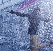 Geschäftsfrau ,tanzen ,Regen