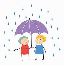 Lächelnde Freundinnen teilen sich einen Schirm im Regen