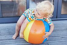 Entspannung ,Strand ,Junge - Person ,klein ,Ball Spielzeug