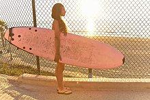stehend ,Strand ,halten ,Surfboard ,pink ,Mädchen