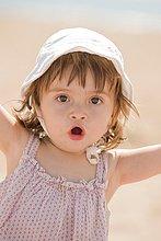 Außenaufnahme,Urlaub,Strand,Hut,Baby,Sonnenlicht,Mittelmeer,freie Natur
