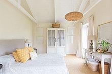 Wohnhaus,Schlafzimmer,Bett,Ländliches Motiv,ländliche Motive,Schrank
