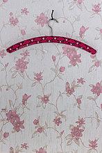 Kleidung,beugen,Blume,hängen,befestigen,Design,pink,Kleiderbügel,verbogen,Nagel,Tapete
