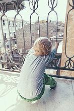 blond,Junge - Person,Balkon
