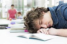 Erschöpfung,schlafen,Bibliotheksgebäude,Student,Universität