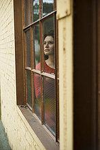 junge Frau,junge Frauen,Fenster,hinaussehen