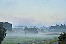 Windturbine,Windrad,Windräder,Landschaftlich schön,landschaftlich reizvoll,Morgen,Agrarland,Nebel,Hintergrund,Ansicht,Bayern,Deutschland,Oberpfalz