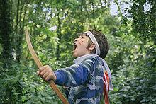 Junge - Person,Wald,Unterricht,Pfeilzeichen,Pfeil,spielen