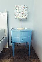 Urlaub,Schlafzimmer,Lampe,blau,Schrank,Bettseite,Tisch,Indonesien,Villa