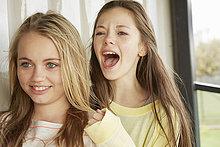 lächeln,schreien,Hütte,2,Mädchen