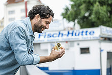 Fisch,Pisces,Mann,lächeln,halten,Sandwich