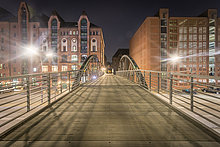 zwischen,inmitten,mitten,Nacht,Brücke,Fußgänger,Hamburg - Deutschland,Deutschland,HafenCity,Speicherstadt